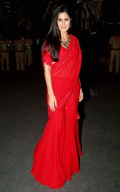 Katrina Kaif shows up in a red saree and looked stunning in it at the Umang – Fest Time Katrina Kaif Hot Pics, Katrina Kaif Photo, Red Saree, Saree Look, Indian Attire, Indian Wear, Ethnic Fashion, Indian Fashion, Indian Dresses