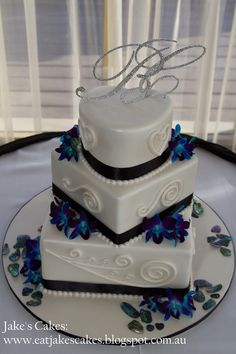 New Zealand inspired Koru symbol Wedding Cake. This lovely bride wanted something a bit different and NZ inspired as her beloved is a Kiwi. I just love the Koru symbols and this was a joy to make. Congratulations Candice and Brent! Topper/flowers and paua shells supplied by the bride.