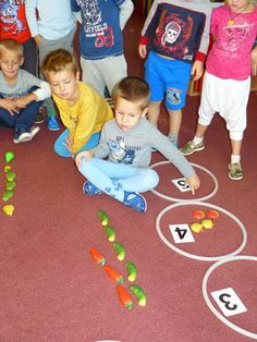 """Jaké zeleniny - ovoce je více a o kolik?"" Kids Rugs, School, Pulley, Healthy, Kid Friendly Rugs, Nursery Rugs"