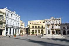 La Havane.La plaza Vieja, au coeur de Habana Vieja ©Salaün Holidays