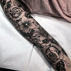 Black And Grey Tattoo Ideas For Girls (22)