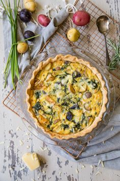 This potato spinach and cheddar quiche is quick and easy for a fabulous brunch! Make it ahead of time, and eat hot or cold! Baked Gnocchi, Gnocchi Recipes, Spinach Quiche, Cheese Quiche, Quiches, Spinach Stuffed Mushrooms, Stuffed Peppers, Cheddar, Cheese Dipping Sauce