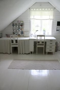 I would love to have a little studio office to work in... My own little corner... No kids allowed...