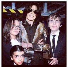 MJ with his kids Paris Jackson, Lisa Marie Presley, Elvis Presley, Familia Jackson, Mj Kids, Gary Indiana, Prince, King Of Music, Jackson Family