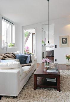 wit interieur donkere vloer, leuk insteek terrasje