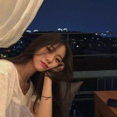 Ulzzang girl discovered by 𝔏𝔦𝔰𝔢 ♡ on We Heart It Korean Girl Ulzzang, Mode Ulzzang, Cute Korean Girl, Ulzzang Couple, Asian Girl, Korean Aesthetic, Aesthetic Girl, Aesthetic Women, Korean Beauty