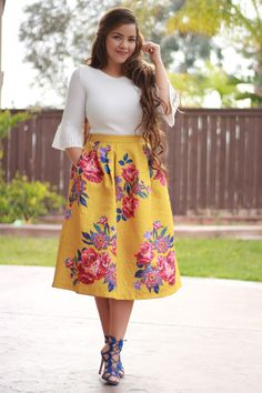 Good morning ladies! Our Jasmine top and Cecilia Skirt are available now! Let's admire this skirt, swipe to see an up close photo. The brocade material is gorgeous and the colors are beautiful for spring!