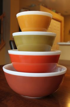 Americana mixing bowls-I have the three largest, still searching for the 401!