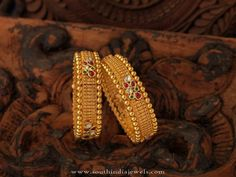 Navrathan - is one of the India's foremost, Gold & Diamond jewellery store located in Bangalore, India since We have an exquisite collection of wedding jewellery. Gold Bangles Design, Gold Jewellery Design, Gold Jewelry, Designer Bangles, Diamond Jewellery, Designer Wear, Jewelry Sets, Gold Earrings, Antique Jewellery Designs