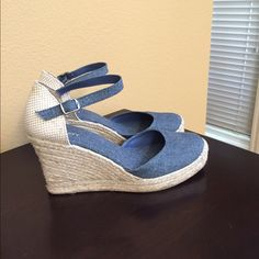 Great Denim Wedge. Right Shoe Is 8 And Left Is 7