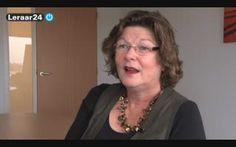 Modelen In deze lezing vertelt Karin van de Mortel, taal en lees consultant bij CPS, welke leesstrategieën ingezet kunnen worden bij begrijpend lezen. In de lezing gaat ze in op hoe een denkdemonstratie kan helpen bij begrijpend lezen. Tijdens een denkdemonstratie vertelt de leraar hard op hoe je een bepaald probleem kunt benaderen. Ook behandelt ze het nut van samenvatten en andere leesstrategieën.Kijk de hele lezing in de verdiepende video van kees vernooy…