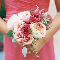 Keep coming back to peonies for my wedding flowers. ! >_<