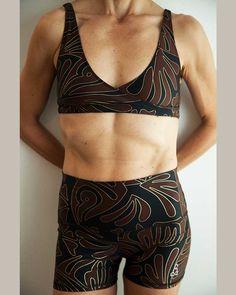 Womens boogie yoga short - Boogie styled is a great form-fitting short. Hot Yoga Wear, Mens Yoga Shorts, Bikram Yoga, Yoga For Men, Yoga Tops, Workout Shorts, High Waisted Shorts, Women's Leggings, Canada