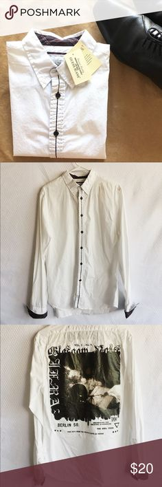 GUESS Button Down Shirt - Men Button down casual shirt • Cool design on back • NWT • NO DEFECTS Guess Shirts Casual Button Down Shirts