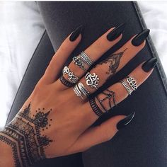 Get Latest Collection of Amazing Unique Henna Tattoo Designs here. Simple and Easy Henna Tattoos Ideas Photos for Hands, Arms, Back, Wrist, Feet. Tattoo Henna, Temp Tattoo, Henna Tattoo Designs, Tattoo Ideas, Henna Art, Temporary Tattoo, Tattoo Roses, Nail Tattoo, Arabic Henna