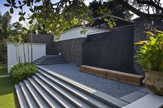 Jalan Kampun Chantek & Swiss Club Road House / Bedmar & Shi