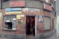 """Tienda """"La Última Lagrima"""", justo en frente del Cementerio Central, Bogota"""