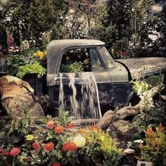 Turn a Vintage Truck into a beautiful Garden Waterfall…these are the BEST Garden DIY Yard Ideas! Turn a Vintage Truck into a b Amazing Gardens, Beautiful Gardens, Garden Waterfall, Waterfall Fountain, Garden Fountains, Water Fountains, Ponds Backyard, Backyard Sheds, Vintage Trucks