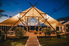 Tenda Camping, Camping Glamping, Camping Con Glamour, Pergola Images, Camping Ideas, Bamboo House Design, Art Rose, Jungle House, Bamboo Structure