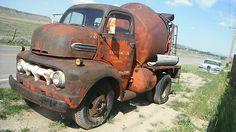 Old Concrete Mixer Trucks - Bing Images Farm Trucks, Diesel Trucks, Cool Trucks, Big Trucks, Semi Trucks, Concrete Mixers, Mix Concrete, Pick Up, Cement Mixer Truck
