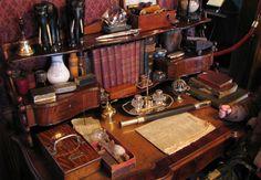 Victorian desk (source unknown, possibly Sherlock Holmes Museum, London). Sherlock Holmes, Writers Desk, Casa Retro, Dream Desk, London Attractions, English Decor, Home Office Decor, Home Decor, Shabby Chic