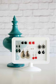 DIY Simple Earring Holder|DIY Earring Holder Ideas,see more at: https://diyprojects.com/diy-earring-holder-ideas/