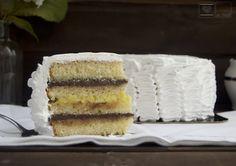 Al Calor del horno: Tarta de merengue rellena de crema y chocolate. Tarta clásica