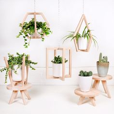 Plants in bathroom 🌿🌳🛁🚿☺️ 🌱 🌱 🌱 House Plants Decor, Plant Decor, Home Crafts, Diy Home Decor, Wood Plant Stand, Plant Shelves, Diy Wood Projects, Plant Hanger, Indoor Plants