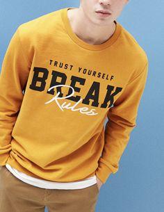Take your pick from Bershka's Spring 2020 men's sweatshirts. Printed, embroidered or plain sweatshirts and hoodies. New T Shirt Design, Shirt Print Design, Tee Shirt Designs, Boys T Shirts, Tee Shirts, Mens Sweatshirts, Hypebeast, Athleisure, Printed Shirts