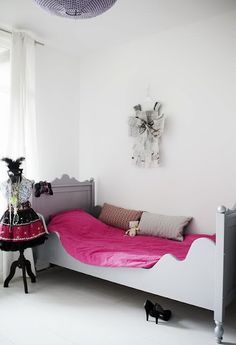 girl's bedroom, side piece on the bed would be an easy addition to an existing bed.