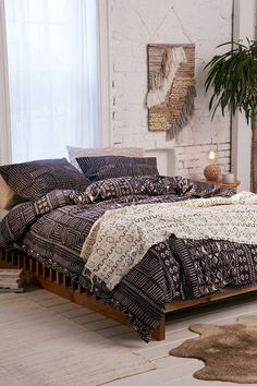 Cleo Geo Duvet Cover - Urban Outfitters