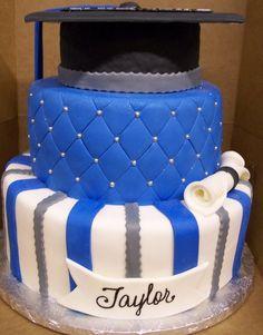 We love this Drake blue graduation cake!