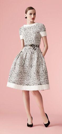 Carolina Herrera New York - Resort 2017 Modest Fashion, High Fashion, Fashion Dresses, Fashion 2017, Runway Fashion, Womens Fashion, Lovely Dresses, Beautiful Outfits, Dress Skirt
