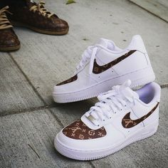 These Louis Vuitton inspired custom sneakers were created using stencils that can be found in our shop. Sneakers Mode, Cute Sneakers, Sneakers Fashion, Shoes Sneakers, Fashion Outfits, Zapatos Louis Vuitton, Louis Vuitton Shoes, Nike Air Force, Nike Shoes Air Force