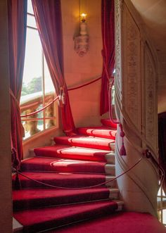 A spiral staircase at Waddesdon Manor in Buckinghamshire Belton House, Harewood House, Chatsworth House, Interior Staircase, Grand Staircase, Spiral Staircase, Rothschild Mansion, Hall House, Interiors