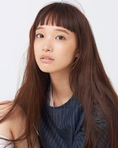 Model Watch: Yuka Mannami Agency: Donna Models Japan Height: Why: Yuka's serene face and cropped fringe create her cute-yet-high-fashion look. This long-legged beauty made her runway debut in. Beauty Makeup, Hair Makeup, Hair Beauty, Hair Inspo, Hair Inspiration, Character Inspiration, Asian Bangs, Short Bangs, Pinterest Hair