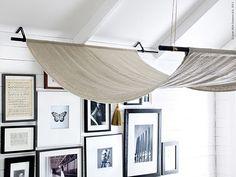 Det enklaste kan ibland vara det vackraste. Vi skapar en egen sänghimmel av AINA metervara i 100% lin, nätta väggfästen och stänger. Linne är ett naturmaterial som bara blir finare med åren och är skönt att vila ögonen på.