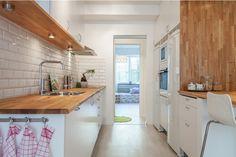 naturalne-drewno-i-białe-płytki-w-kuchni.jpg (646×431)
