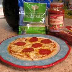Add some fun to your Friday night with our Homemade Personal Pizza in the air fryer. A fun and delicious way to spend time together. Pizza night is the best! Air Fryer Pan, Air Fryer Cooker, Cooks Air Fryer, Personal Pan Pizza Recipe, Personal Pizza, Air Fryer Recipes, Kids Pizza, Food Reviews, Dessert
