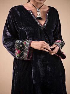 Tomoting Floral 1 Black Women Tops Vintage Velvet V Neck Long Sleeve Daily Tops – tomoting Velvet Suit Design, Velvet Dress Designs, Girly Outfits, Classy Outfits, Fashion Outfits, Womens Fashion, Fashion 2018, Fashion Trends, Mode Abaya
