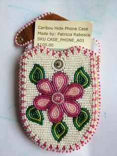 Beaded cell phone case Native Beading Patterns, Native Beadwork, Native American Beadwork, Loom Patterns, Beadwork Designs, Flower Patterns, Beaded Purses, Beaded Bags, Beaded Jewelry