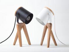 Diy Tripod, Diy Luz, Lampe Edison, Lamp Makeover, Led Diy, Backyard Lighting, Cool Lamps, Wooden Lamp, Diy Desk