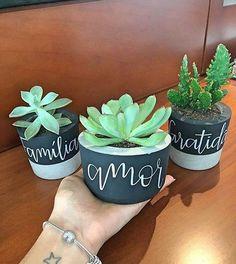 Best Home Decorating Ideas - Top Designer Decor - Beautycounter: Clean Beauty Cement Pots, Concrete Planters, Planter Pots, Concrete Crafts, Flower Farm, Flower Pots, Cute Crafts, Diy And Crafts, Modern Plant Stand