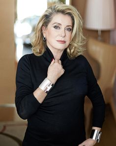 The stunning Catherine Deneuve wears Tiffany T wire diamond hoop earrings in this week's issue of The actress's love for Tiffany first began when she treated herself to a sterling silver Elsa Peretti® Bone cuff in New York. Catherine Deneuve, Beautiful Old Woman, Gorgeous Women, Beautiful People, French Actress, Great Women, Schneider, Autumn Fashion Casual, Timeless Beauty