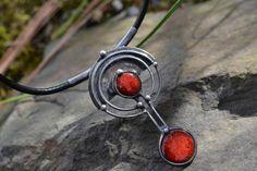 společník..+....+cínový+šperk+,cínovaný+kabošon+keramiky+z+vlastní+dílny,+,šperk+je+patinovaný,ošetřený+antioxidantem...pečlivě+vypracovaný+i+z+rubu...++zavěšeno+na+silné+kulaté+kůži+s+prodlužovacím+zapínámím++velikost+6,5+cm.+hlavičky+pro+vlastní+tvorbu+můžete+zakoupit+zde+Při+nákupu+nad+1000,-Kč+kupón+na+další+nákupy+se+slevou+10+%+po+celý+tento...