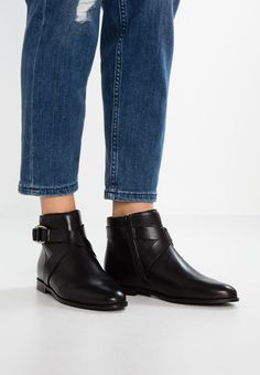 mint&berry Bottines - black - ZALANDO.CH Black Noir, Ankle, Boots, Berry, Fashion, Ankle Boots, Outfits, Crotch Boots, Moda