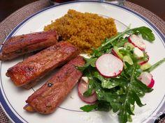 Свиные ребрышки в кефирном маринаде - еще один оригинальный способ приготовления свиных ребрышек. Ребрышки получаются очень сочными, ароматными и сытными - то, что надо для хорошего обеда или ужина.