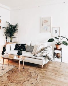 Cosy Minimalist Home Interior Design minimalist bedroom wall black and white.Minimalist Home Decoration White Bedrooms. Cozy Living Rooms, Interior Design Living Room, Living Room Designs, Apartment Living, Cozy Apartment, Apartment Therapy, Apartment Design, Scandi Living Room, Apartment Ideas