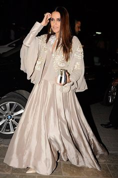 Neha Dhupia in Manish Malhotra. Wedding Dresses For Girls, Indian Wedding Outfits, Indian Outfits, Diwali Fashion, Indian Fashion, Indian Gowns Dresses, Pakistani Dresses, Dress Indian Style, Indian Wear