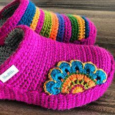 Knitted Slippers, Slipper Socks, Crochet Slipper Pattern, Crochet Boots, Chic, Mandala, Crafts, Shoes, Crochet Slippers